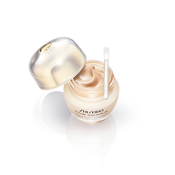 Shiseido FUTURE SOLUTION LX Total Radiance Foundation 22